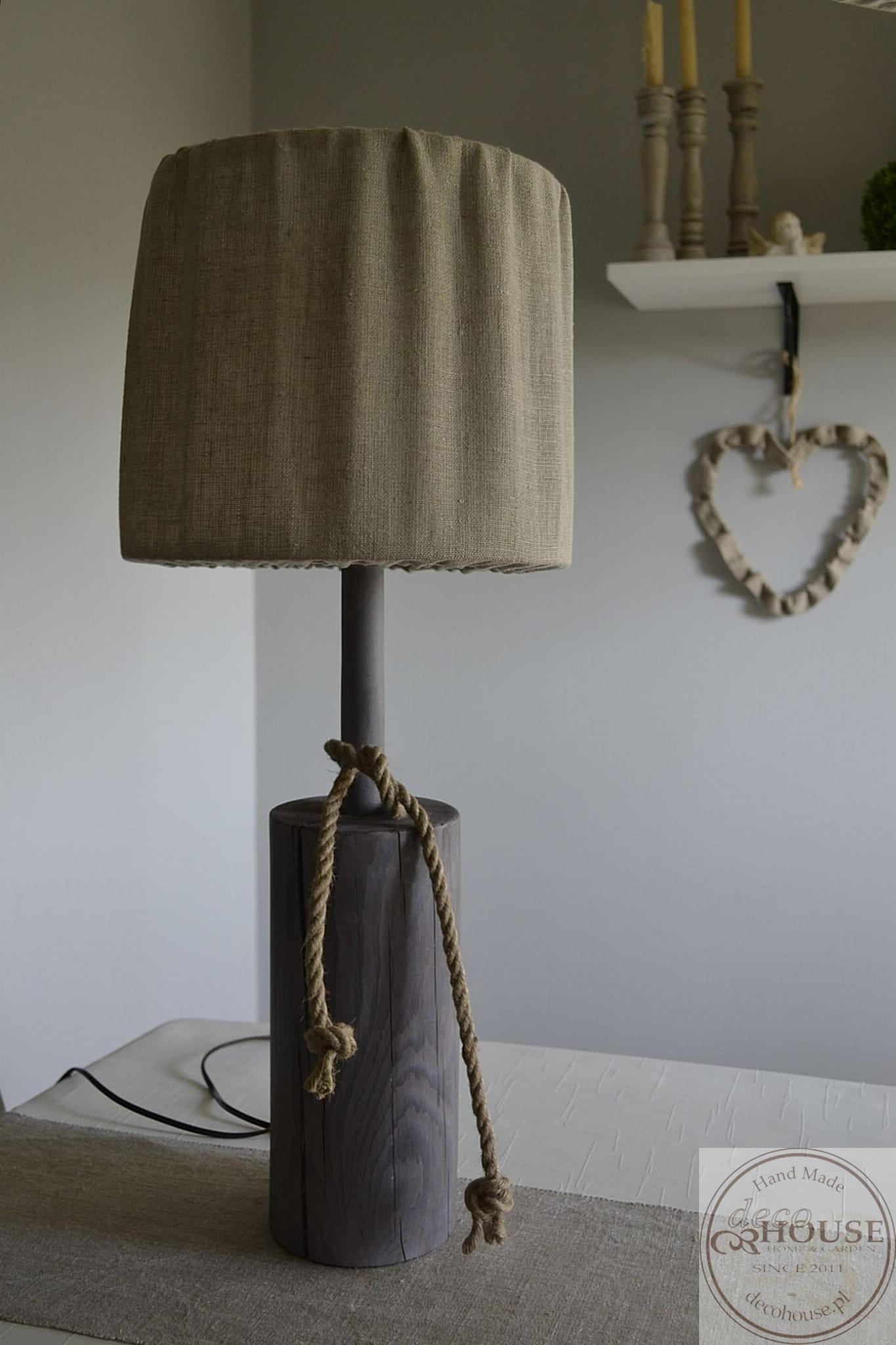norweskie lampy stołowe z elementami drewna